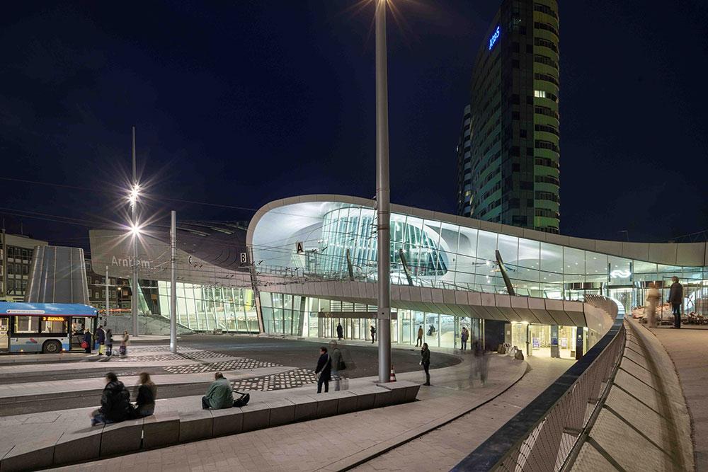Moderna arhitektura - Page 2 Arnhem_stanica1